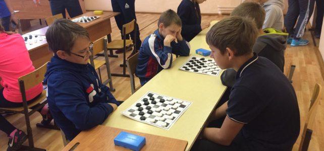 Школьная спортивная лига по настольному теннису и шашкам